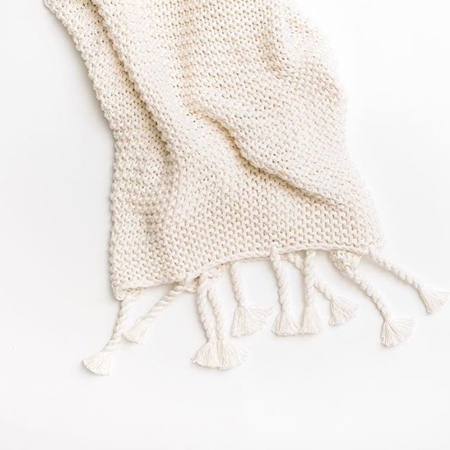 This comfy knit throw is perfect for wrapping up on these cold winter nights. ❄️ It would also make a wonderful gift! (made of organic cotton and comes with a reusable gift box made of FSC certified material) @zesttorganics . . . . . . #throwblanket #knitthrow #organiccotton #throw #holidaygift #hostessgift #homedecor #homeaccents #decorshop #giftshop #decor #interiorstyling #interiordecor #pursuepretty #thatsdarling #livethelittlethings #fridayfavorites #theeverygirlathome #home #homegoods #howyouhome #newenglandliving #shopqueensberry #shopnewburyport #shoplocal #newburyport #shopsmall