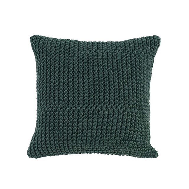 This emerald green accent pillow would be the perfect addition to your winter decor🌲 It features an overlay knit and is a gorgeous way to add texture and rich color to any room! . . . . . . #accentpillow #throwpillows #winterdecor #homedecor #holidaydecor #fridayfavorites #homeaccents #decorshop #giftshop #decor #interiordecor #interiordecorating #interiorstyling #interiordesign #pursuepretty #thatsdarling #makehomeyours #livethelittlethings #finditstyleit #decorcrushing #theeverygirlathome #home #homegoods #howyouhome #newenglandhome #shopqueensberry #shopnewburyport #shoplocal