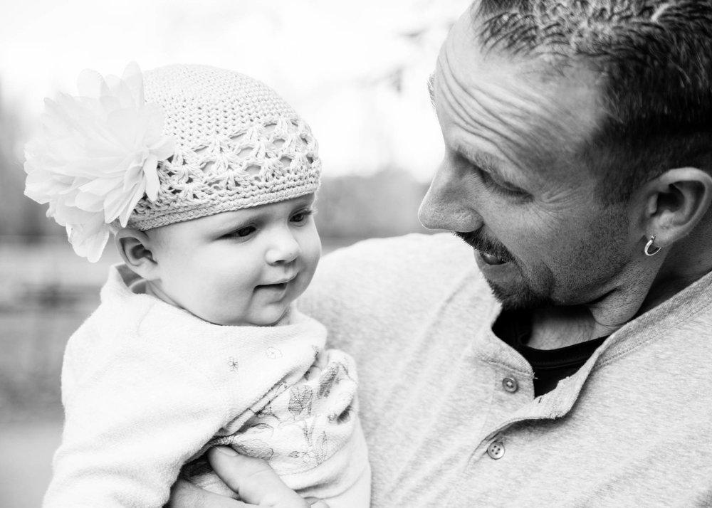 FamilyPhotography | Utah Photography | Utah Newborns| Newborn Lifestyle| Utah| Pets| Newborn | Dellany Elizabeth | Pose ideas |Photography | Family Pose Ideas