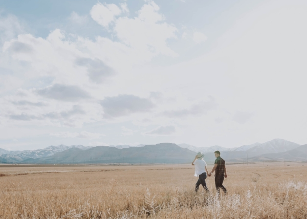 Couple Photography |  Utah Photography | Utah Couple | Couple Lifestyle | Utah | Couples | Dellany Elizabeth | Pose ideas | Photography | Couple Pose Ideas | Field Couple Pictures