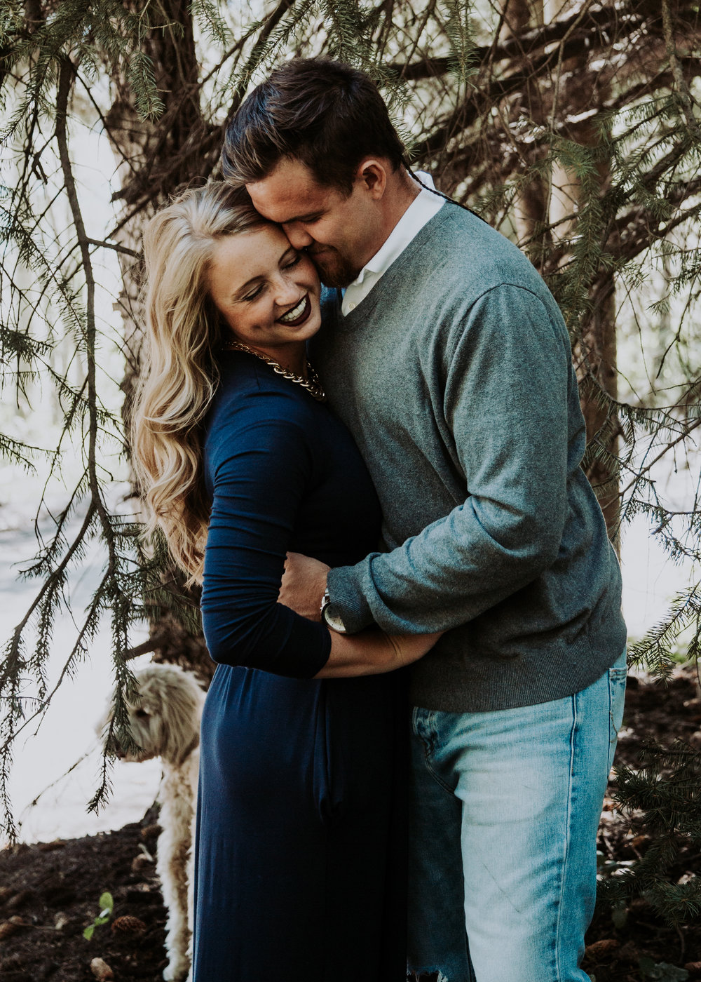 | Lifestyle Photography | Coupe photography | Engagement Photography | Engagement Photography Poses | Utah Blogger I Engagement Ideas I Engagement outfit I Pose Idea I Anniversary shoot