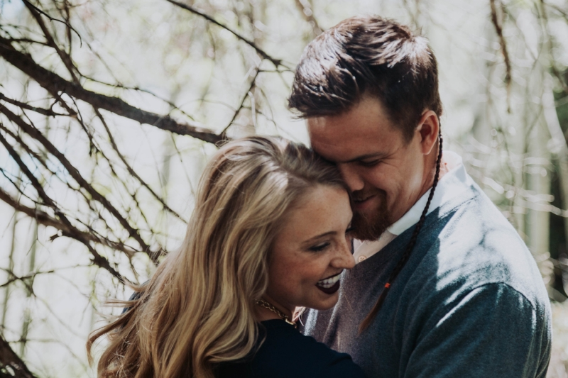 Photography | Couple | Lifestyle Photography | Coupe photography | Utah photographer | Engagement Photography | Engagement Photography Poses | Utah Blogger I Engagement Ideas