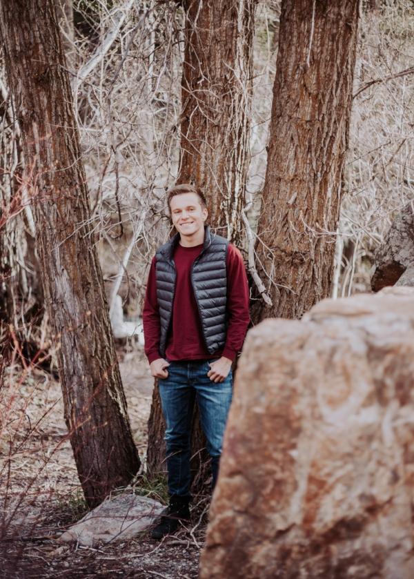Photography   Senior   Lifestyle Photography   Senior photography   Utah photographer   Utah Senior   Senior Photography Poses   Dellany Elizabeth   Utah Blogger