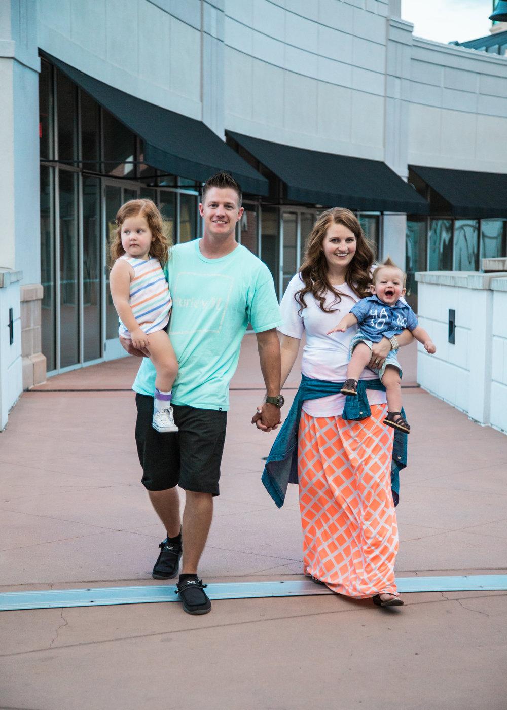 Photography | Family | Lifestyle Photography | Family photography | Utah photographer | Utah Family | Family Photography Poses | Dellany Elizabeth | Utah Blogger