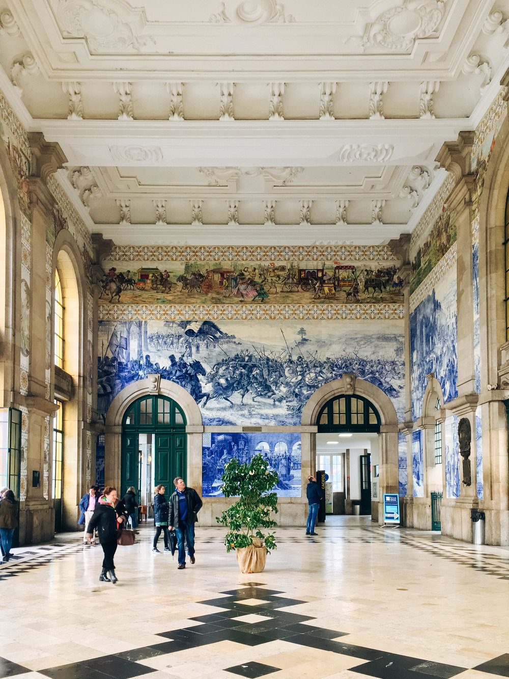 Entrance foyer at the São Bento station