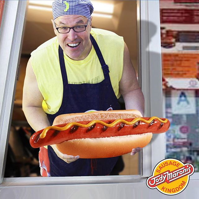 They don't call him the sausage king for nothing! 🌭 @jodymaronis #jodymaronis #jodymaronissausagekingdom #hotdogs #sausages #hamburgers #fries #chilicheesefries #venicebeach #venicebeachboardwalk #venice #losangeles #foodie #california