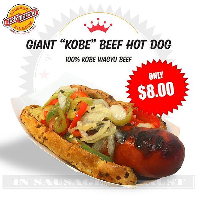 That's GIANT! 100% Kobe Waygu Beef! 😍😋 @jodymaronis #jodymaronis #jodymaronissausagekingdom #hotdogs #sausages #kobe #wagyu #kobehotdog #wagyuhotdog #hamburgers #cheeseburgers #fries #chilicheesefries #chilicheesedog #venicebeach #venicebeachboardwalk #losangeles
