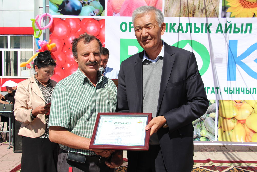 School is getting certificate for greenhouse construction - Issyk-Kul.