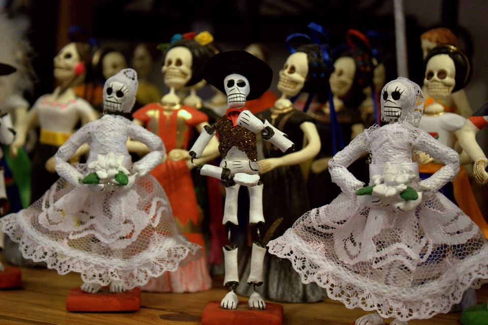 El Dia De Los Muertos is a Mexican holiday that brings communities together to remember and celebrate loved ones who have passed.