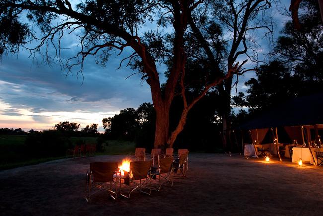 Vue du lodge de nuit Machaba Camp