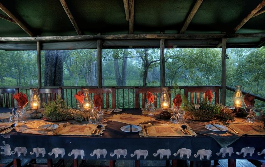 Table dressée salle à manger Little Kwara