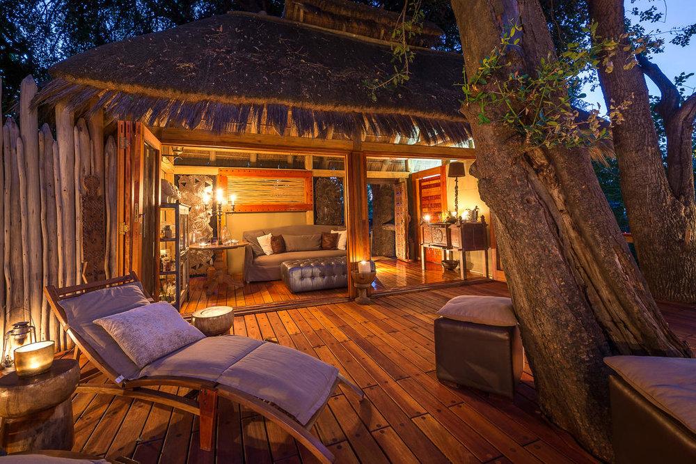 Chambre et terrasse de nuit Jao Camp