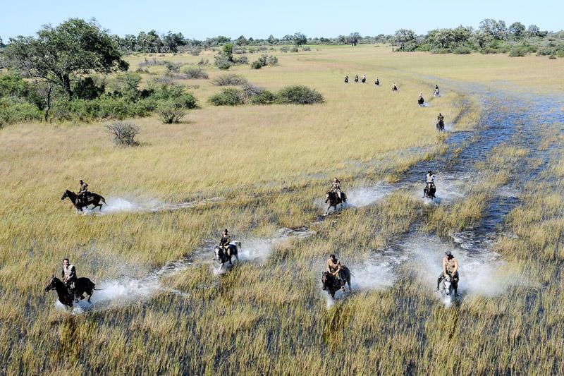 Safari à cheval dans l'eau Macatoo Camp