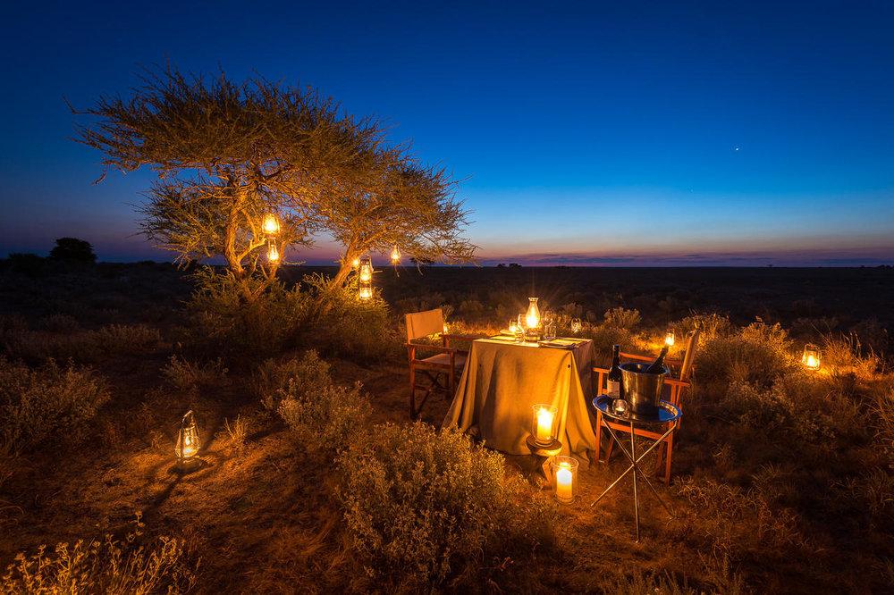 Dîner dans le bush Kalahari Plains Camp