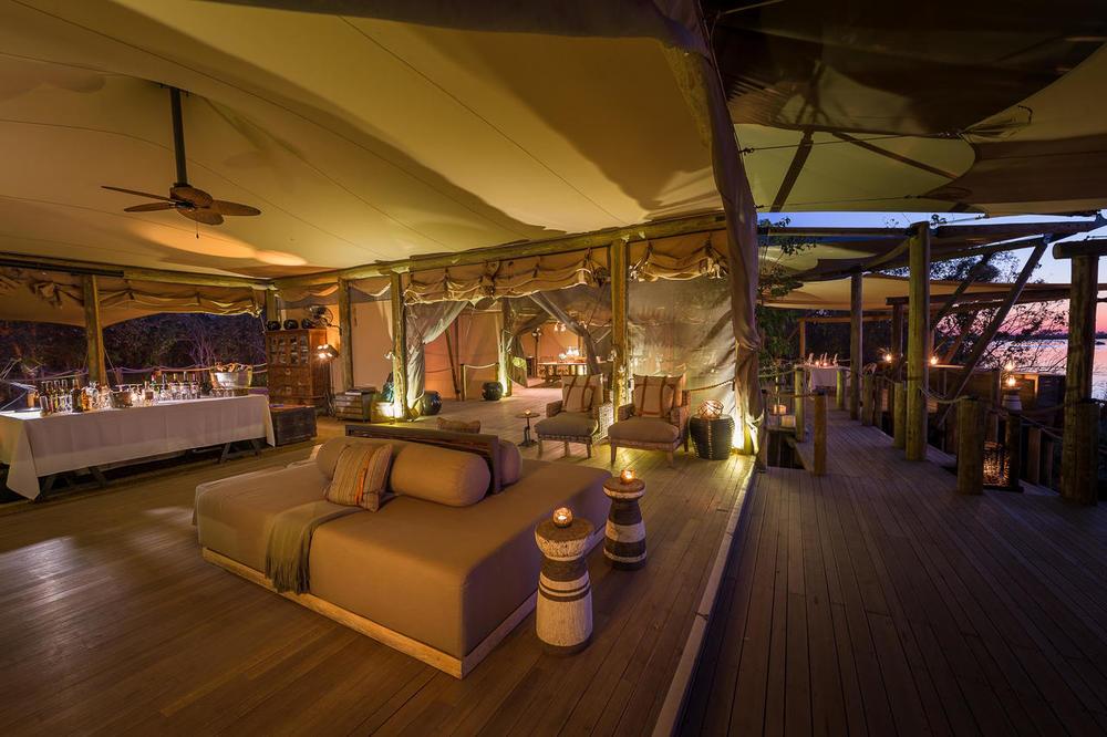 Salon et terrasse Duma Tau Camp