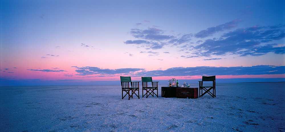 Table dressée au milieu du delta Jack's Camp