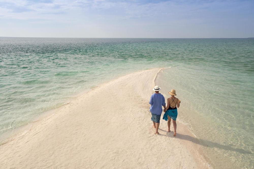 Promenade sur la plage Benguerra Lodge