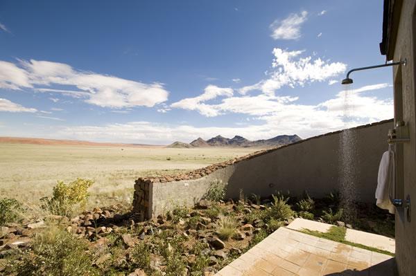 Douche extérieure  Sossusvlei Desert Lodge