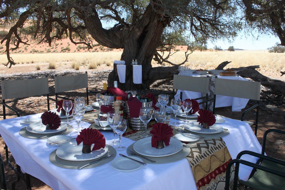 Déjeuner en extérieure Hoodia Desert Lodge