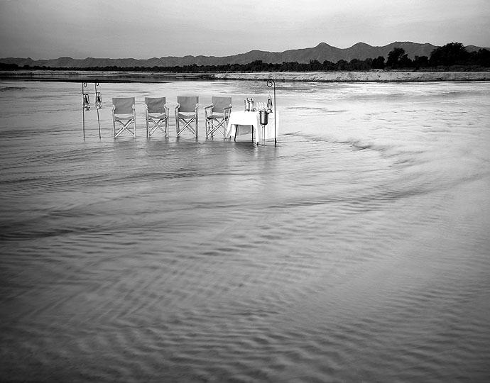 Déjeuner pieds dans l'eau Chindeni Camp