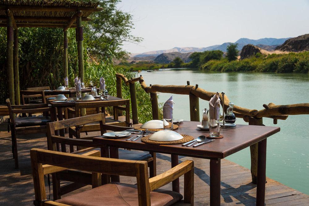 Déjeuner en terrasse Serra Cafema