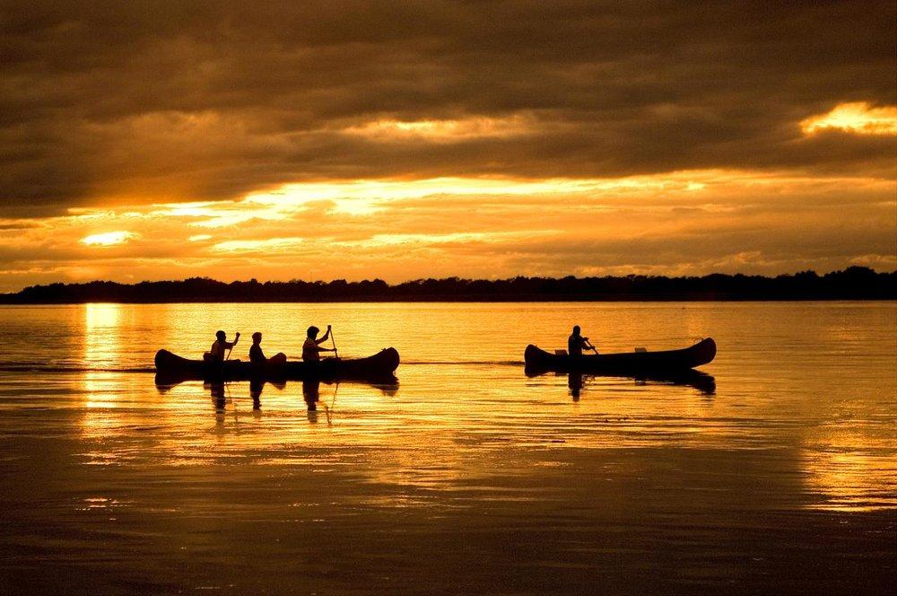 Boucher de soleil en canoës Chongwe River camp