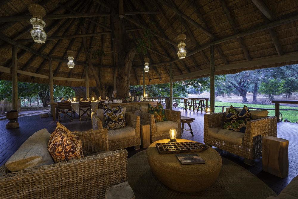 Salon principal de Bilimungwe Bushcamp