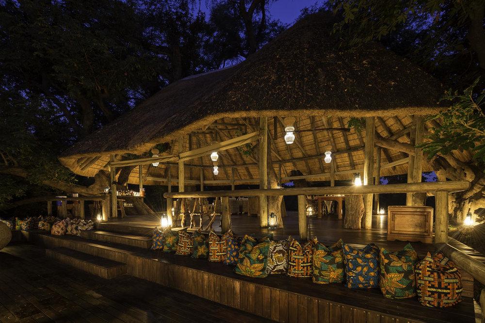 Vue extérieure de nuit Bilimungwe Bushcamp