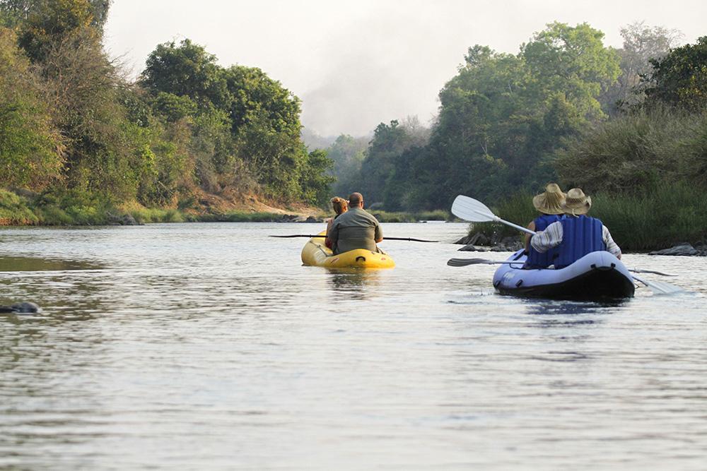 Safari les merveilles du Malawi - canoë à Tongole