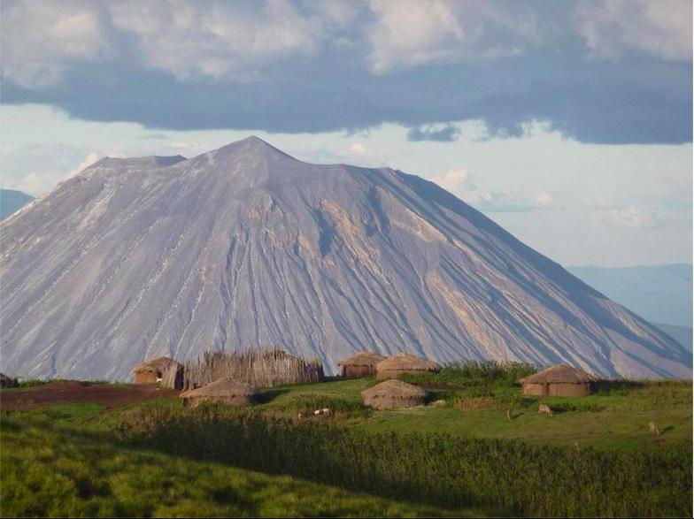 Trek sur l'Oldoinyo Lengai - paysage avec Lengai
