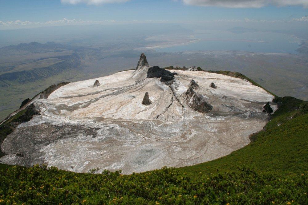 Trek sur l'Oldoinyo Lengai - vue du cratère du Lengai