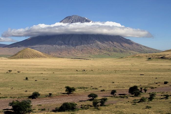 Trek sur l'Oldoinyo Lengai - nuage autour du Lengai