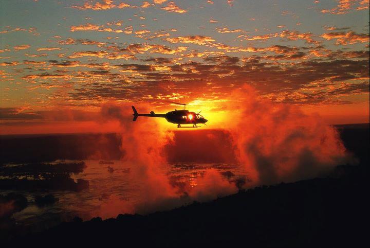 Survolez les chutes Victoria en hélicoptère - coucher de soleil