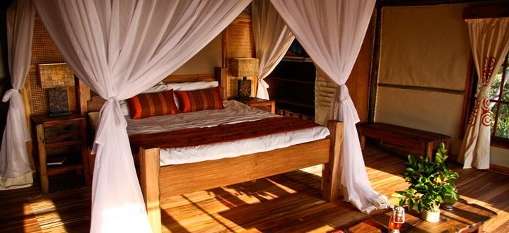 Safari et plage en une journée - lit du Saadani Safari lodge