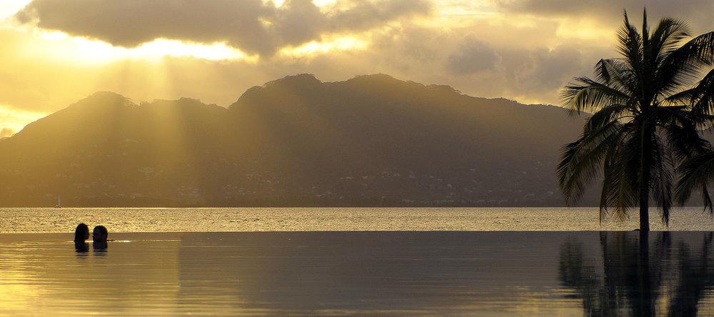 Voyage de noces Migration et Seychelles - piscine du Beachcomber Saint Anne