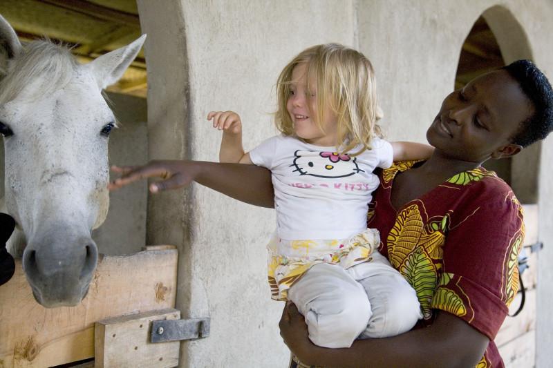 Safari à cheval en Ouganda - enfant et cheval à Mihingo