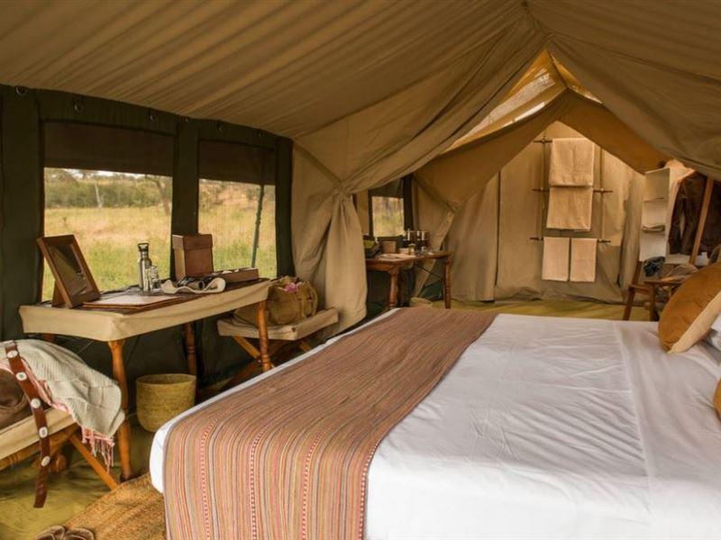 Intérieure tente au Serengeti Safari camp