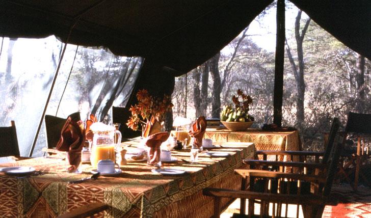 Repas au Serengeti Safari camp