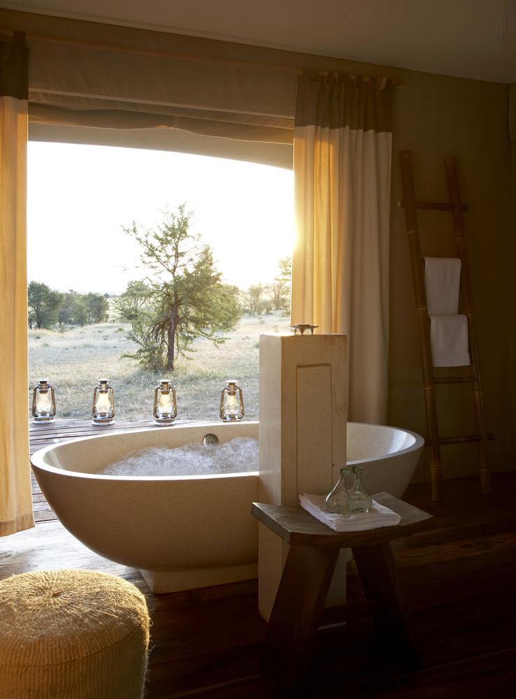 Safari 100% félins en Tanzanie - salle de bain à Sayari
