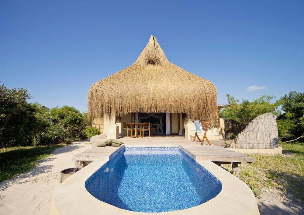 Piscine privée des Beach Villa à Azura Benguerra Island