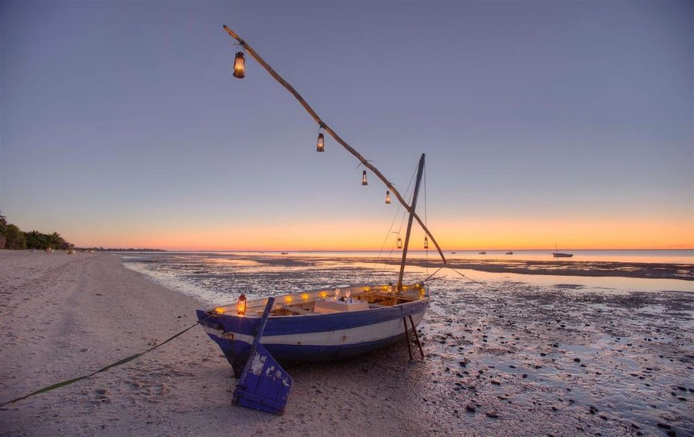 Diner romantique bateau à Azura Benguerra Island