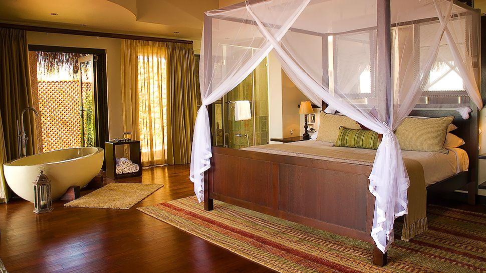 Chambre et baignoire au Anantara Bazaruto Island resort & Spa