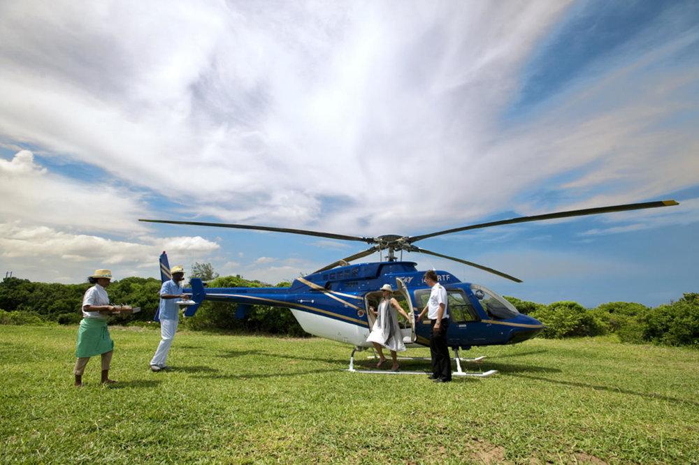 Arrivée en hélicoptère au White Pearl Resorts