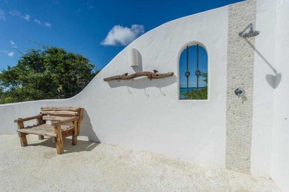 Voyage de noces Mozambique à la romantique - douche extérieure au Santorini Mozambique