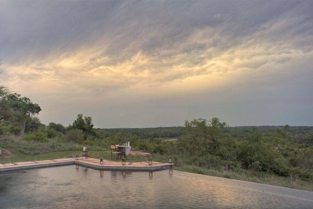 Voyage de noces réserves privées Afrique du Sud et Mozambique - piscine du Kirkam's Kamp
