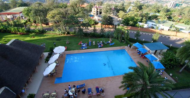 Safari gorilles et chimpanzés au rwanda - piscine de l'Hôtel des Milles Collines