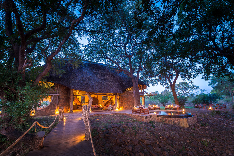 Luangwa Safari House de nuit
