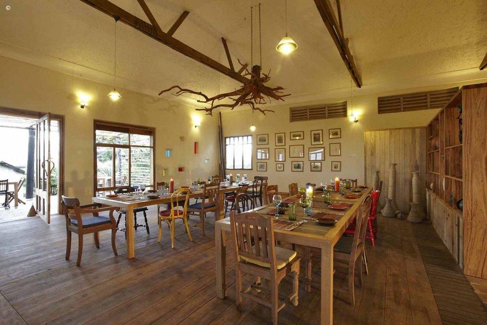 Repas au Kyambura Gorge lodge