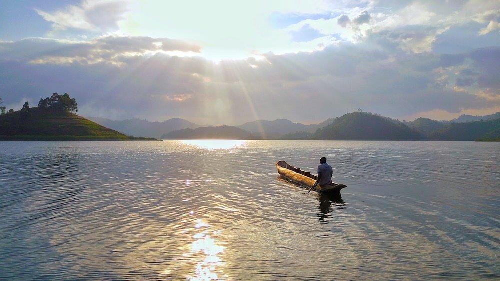 Canoe+at+sunset+golden+@+Mutanda+Lake+Resort+_+Uganda.jpg
