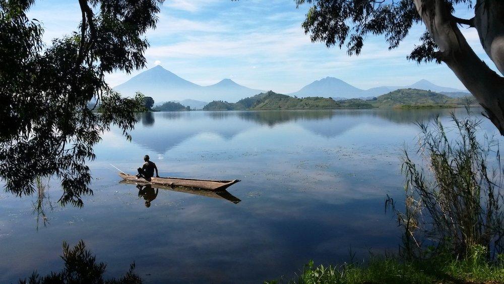 Canoe+man@+Mutanda+Lake+Resort+_+Uganda.jpg.jpg